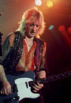 [Mick Ronson live in 1990]